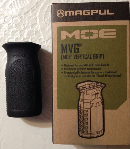 AR15 magpul MOE fore hand grip vertical